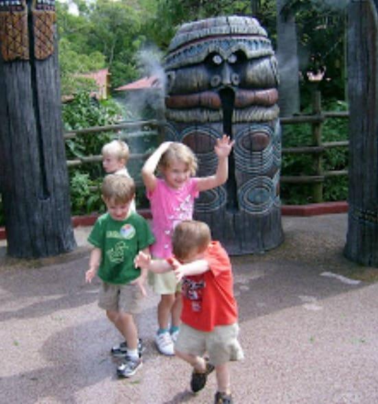 Kids Staying cool in Adventureland