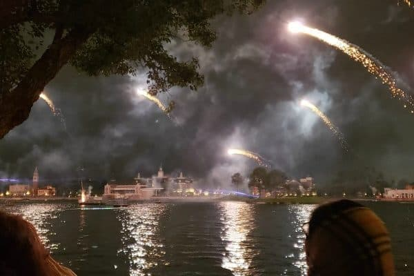 The Best Places to Watch Epcot's Fireworks (Restaurants, Fastpass, and more!)