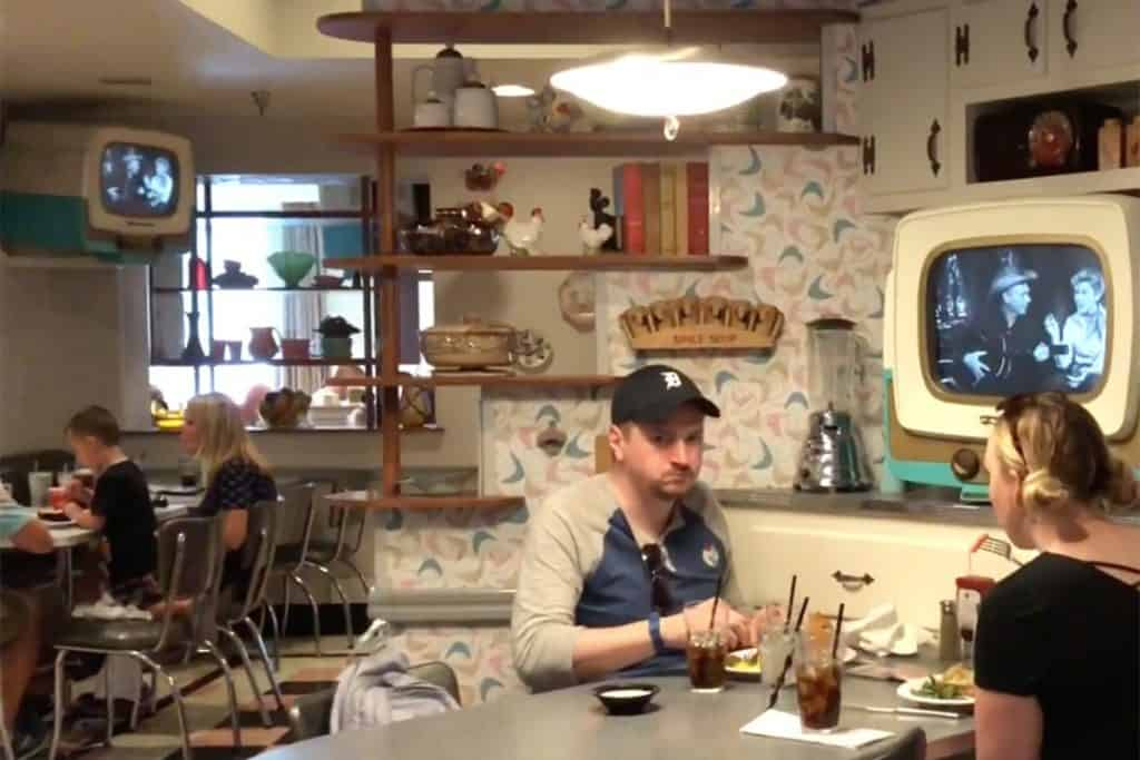 Decor Disney 50s Prime Time Cafe