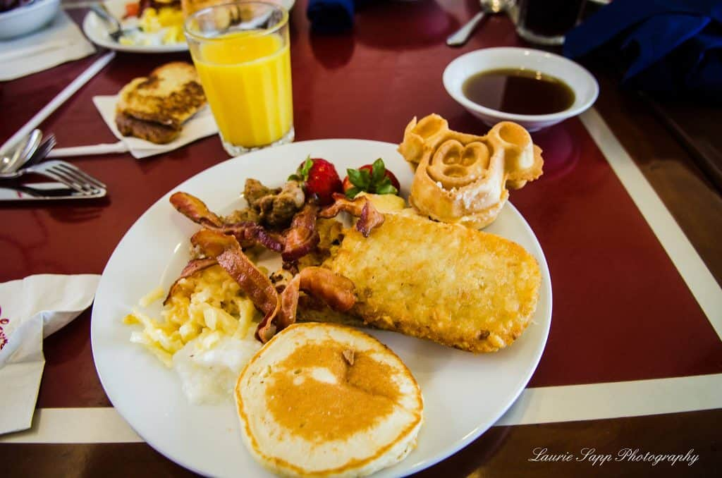 Chef Mickey's breakfast buffet
