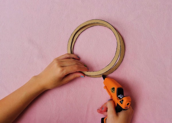 Glue gun 2 cardboard circles together
