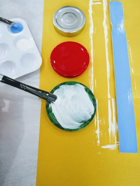 Paint jar lids white