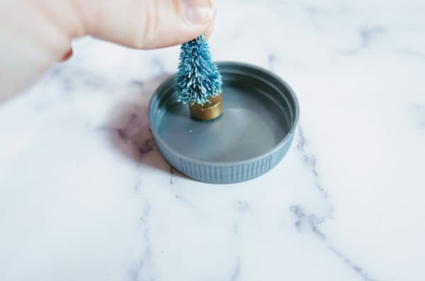 Christmas tree on lid