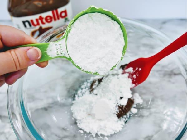 Adding powdered sugar to Nutella