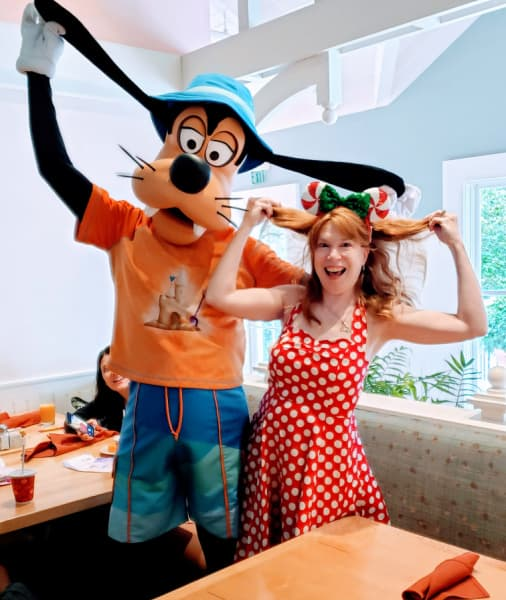 Goofy at Cape May Cafe in Disney's Beach Resort